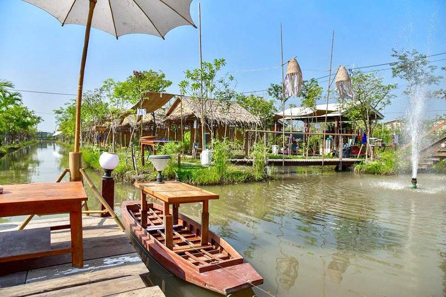 ร้านอาหารในสวนริมน้ำ