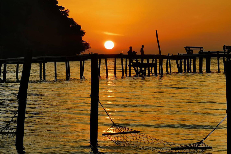 พระอาทิตย์ตกเกาะกูด