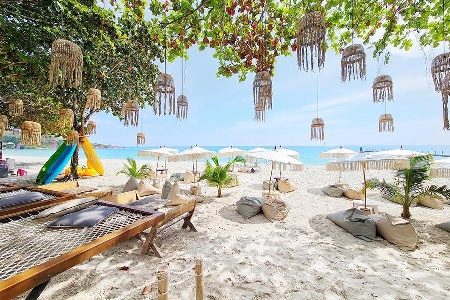 ที่พักติดทะเลหาดทรายแก้ว
