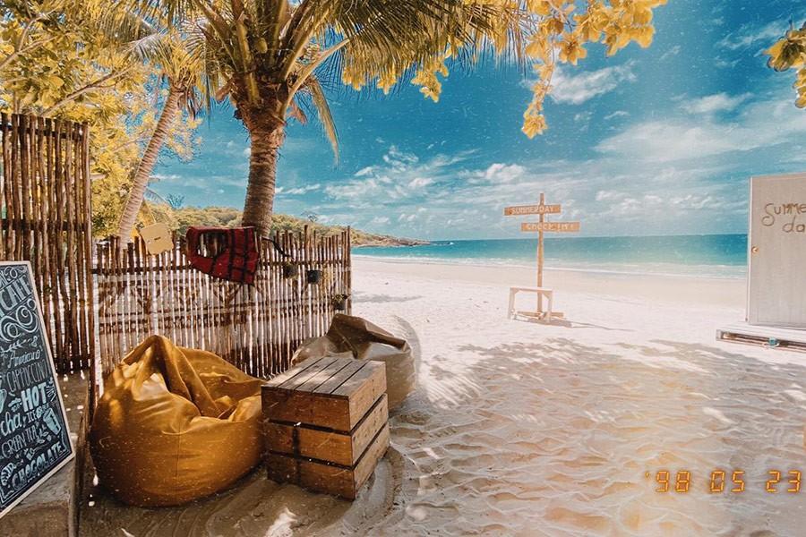 5 ที่พักมีเบาะบีนแบคริมทะเล ถ่ายรูปชิลล์ วิวฉ่ำ พักผ่อนสบาย!
