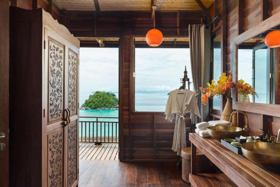 8 ที่พักเกาะหลีเป๊ะ วิวทะเล เกาะสวยน้ำใสไม่แพ้ทะเลมัลดีฟส์
