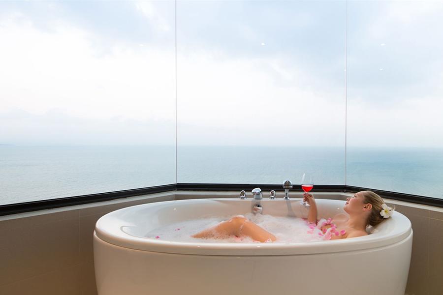 6 ที่พักชลบุรี นอนแช่อ่าง ชมวิวทะเลจากห้องพักแบบฟินๆ