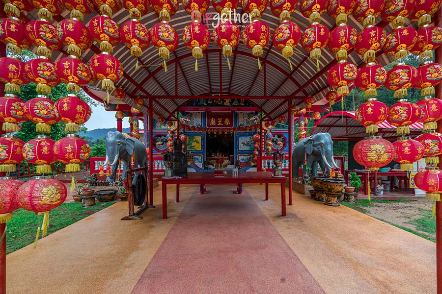 Chao_Por_Koh_Chang_Shrine-1