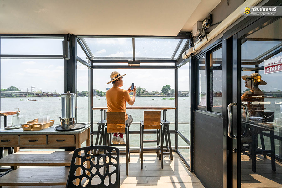 On_the_river_Cafe01