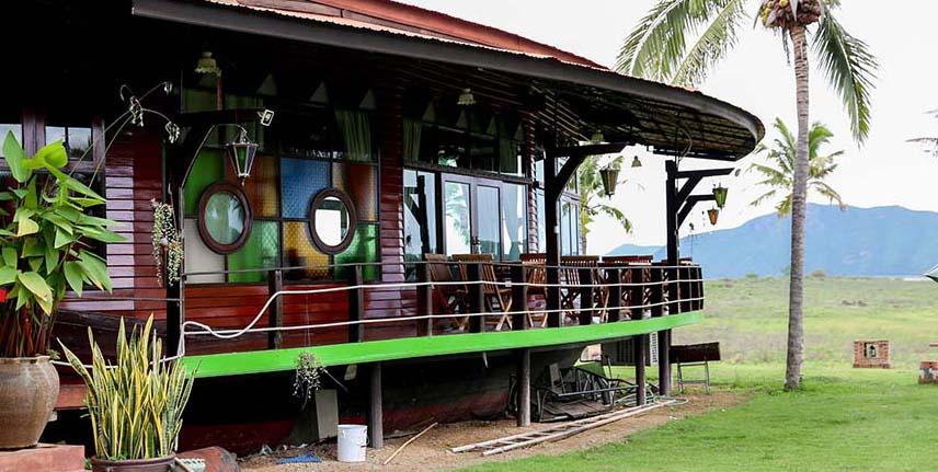 คุ้งน้ำกับบ้านเรือ เพชรบุรี