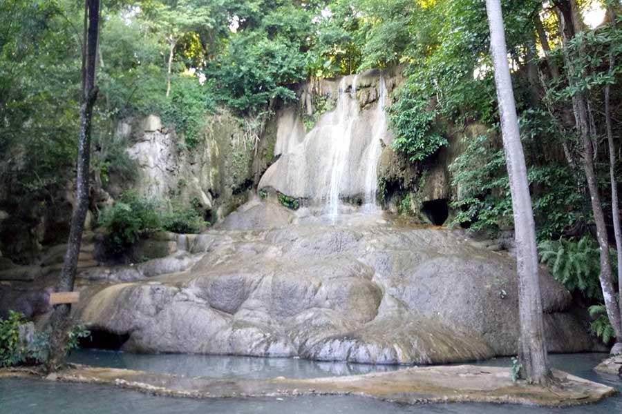 Saiyoknoiwaterfall-2