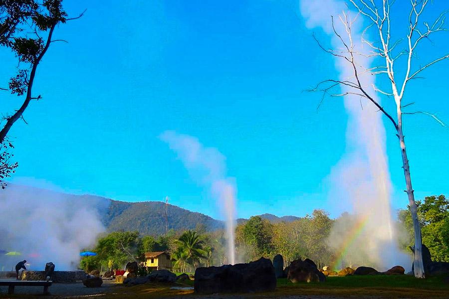 San Kamphaeng Hot Springs1-2